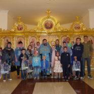 В храме святых равноапостольных Мефодия и Кирилла, учителей Словенских, прошла ежегодная благотворительная акция «Поможем собрать ребенка в школу»
